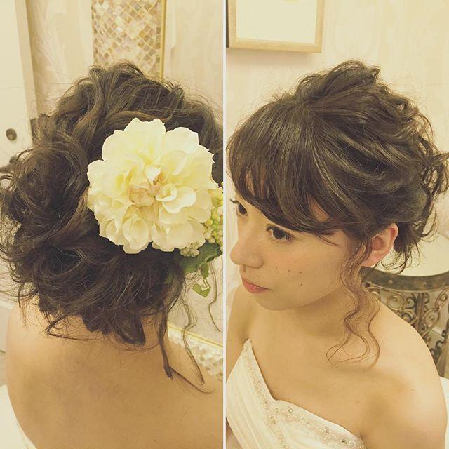 先日からご紹介のボブヘアのご新婦様 イメージチェンジもアップスタイルですが質感やボリュームを変えてがらりと雰囲気を変えてみました! ウェーブにおくれ毛、前髪もしっかり癖付けしてとにかく可愛らしく #hawaii#hairmake#hairarrange#hairset#makeup#weddinghair#hawaiihairmake#bridephoto#photoshooting#TerraceByTheSea#TheTerraceByTheSea#53ByTheSea#TAKAMIBRIDAL#テラスバイザシー#タカミブライダル#ハワイウェディング#ハワイヘアメイク#ウェディングヘア#ヘアメイク#ヘアスタイル#ヘアセット#ヘアアレンジ#メイクアップ#花嫁#プレ花嫁#オシャレ花嫁#ウェディング#美容師#波ウェーブ#ボブ