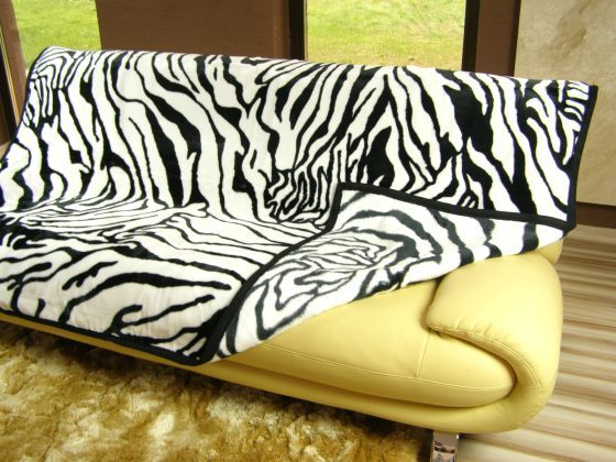 Hrubá deka z akrylu s motivem zebry