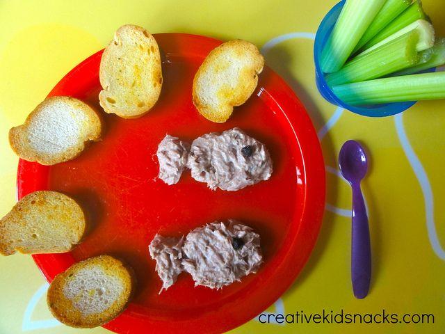 Teach the story of Jesus Feeding the 5,000 with 5 loaves and 2 fishes via creativekidsnacks.com by Creative Kid Snacks