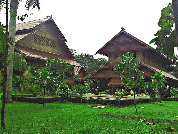 Rumah-adat-Sulawesi-Tenggara-Istana-buton