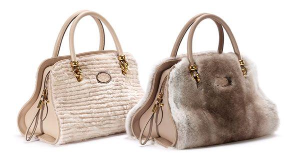 L'iconica borsa Sella di Tod's diventa preziosa per il prossimo Natale. La ritroviamo in visone e lapin con inserti in vitello.http://www.sfilate.it/213351/la-borsa-visone-ed-lapin-di-tods-per-il-natale