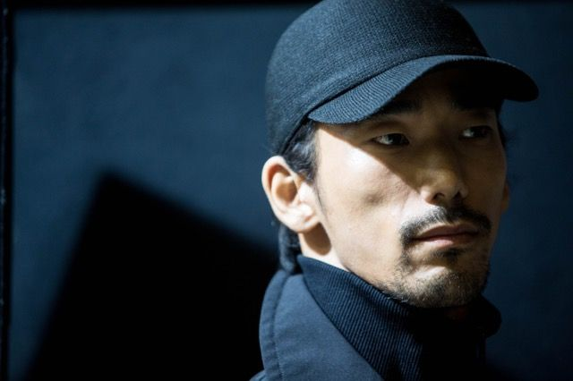 EXILE/三代目 J Soul Brothers from EXILE TRIBEのパフォーマーや俳優として活躍する小林直己が、1月19日に行われた『Yohji Yamamoto HOMME 2017-18 AW Paris Collection』に続き、1月22日に行われた『Y-3 Fall-Winter 2017 Paris Collection』のランウェイに登場した。小林直己は、1月18日から5日間に渡り行われた『2017-18 AW PARIS MEN'S COLLECTION』の最終日となる22日に『Y-3 Fall-Winter 2017 Paris Collection』にモデルとして出演。1月19日に出演した『Yohji Yamamoto HOMME 2017-18 AW Paris Co...