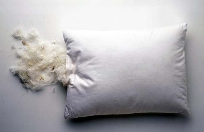 Choosing the right feather pillow for you - http://qpillow.com/choosing-right-feather-pillow/
