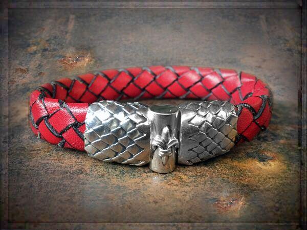 REDADDICCT ❤️ 925 STERLINGSILVER ❤️ ✦✦✦ ►►► #ONLINESHOP ≫≫≫ www.schmuck-reichenberger.de #elfcraft #schmuck #burghausen #sterlingsilver #splendidrock #armbandliebe #dragonjewelry #dragonbracelet #dragonscales #armcandy #armparty #rockjewelry  #getrocked #redaddict #red #leatherjewelry #lederschmuck #leatherbracelet #lederarmband #lederarmbänder  #rockinhot #addictedtorock #rockstylejewelry #sterlingsilverjewelry #silverbracelet #schmuckblog