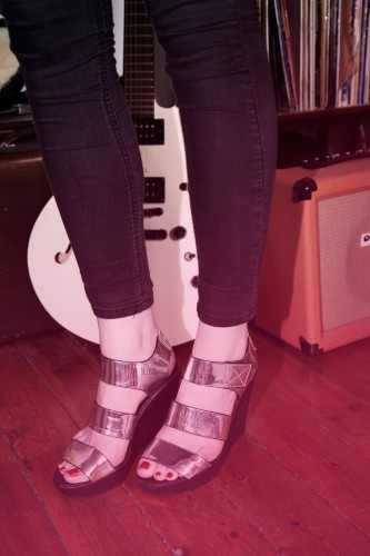 We're starry-eyed over these shiny shoes on Colette of UK band 2:54!: Bands Shoots, Bands 2 54, Bands 254, Metals Bronze, Shoes Bar, Shoes Stalks, Shoes Uk, Uk Bands, Shiny Shoes