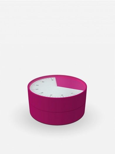Make your cooking time valuable and fun with this striking kitchen timer. It is very easy to use, simply twist the top half of the unit to gradually reveal an easy-to-read analogue dial, stopping when you reach the required number of minutes and seconds (up to 1hr). Release the bezel and the unit begins counting down, leaving you free to concentrate on other tasks.