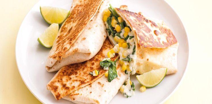 Máte rádi mexickou kuchyni? Vyzkoušejte naše bezmasé tortilly s kukuřicí a špenátem.  1) Smetanu smíchejte s mozzarellou, nasekanými špenátovými...