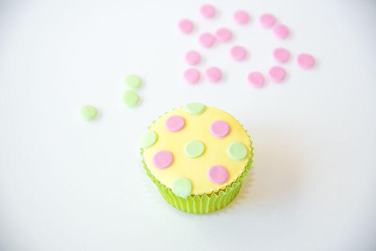 Passend zur Giraffen-Motivtorte, gepunktete Muffins. #cakeart #muffins #cupcakes