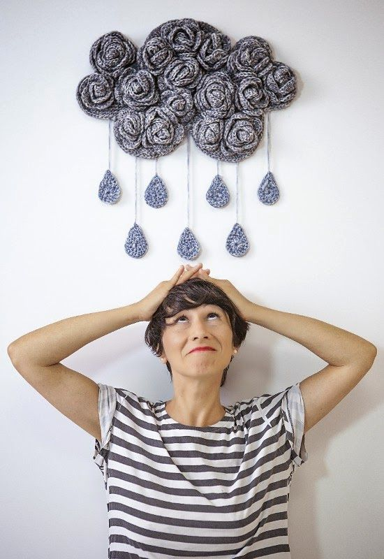 Cloud Tender Wall Hanging By Gaia Segattini - Free Crochet Pattern - Pattern In Spanish - See https://translate.google.com/translate?sl=es&tl=en&js=y&prev=_t&hl=en&ie=UTF-8&u=http%3A%2F%2Felblogdedmc.blogspot.nl%2F2014%2F12%2Fpatron-nube-de-ganchillo-por-gaia.html For English Pattern Translation And Then See http://oombawkadesigncrochet.com/2014/04/u-s-and-spanish-crochet-terms.html For English Translation Of Spanish Crochet Stitches And Terms - (elblogdedmc.blogspot)