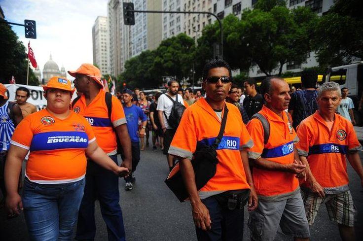 Garis mantêm greve por tempo indeterminado na limpeza urbana do Rio - http://po.st/L7Cvah  #Política - #AbonoSalarial, #CondiçõesDeTrabalho, #Garis, #Greve, #Reivindicações, #Salário, #TempoIndeterminado