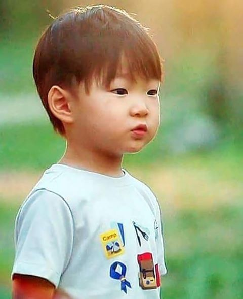 Daehan is not cute hes handsome #cute #daehan #triplets #daehanmingukmanse