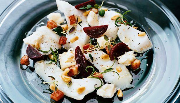 Prøv torsk servert med rødbeter og bacon hvis du skal lage mat til mange! #fisk #oppskrift