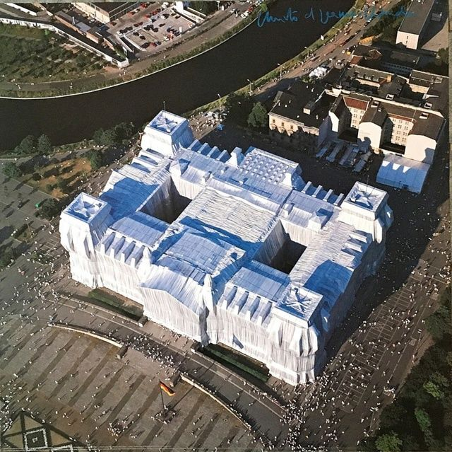 Christo And Jeanne Claude Wrapped Reichstag Berlin Hand Signed Ca 1995 Christo And Jeanne Claude Jeanne Claude Christo