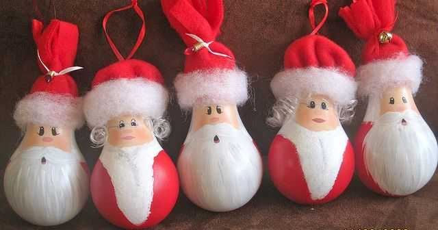 Santa and Mrs. lightbulb ornaments by threegirlsandaboy, via Flickr