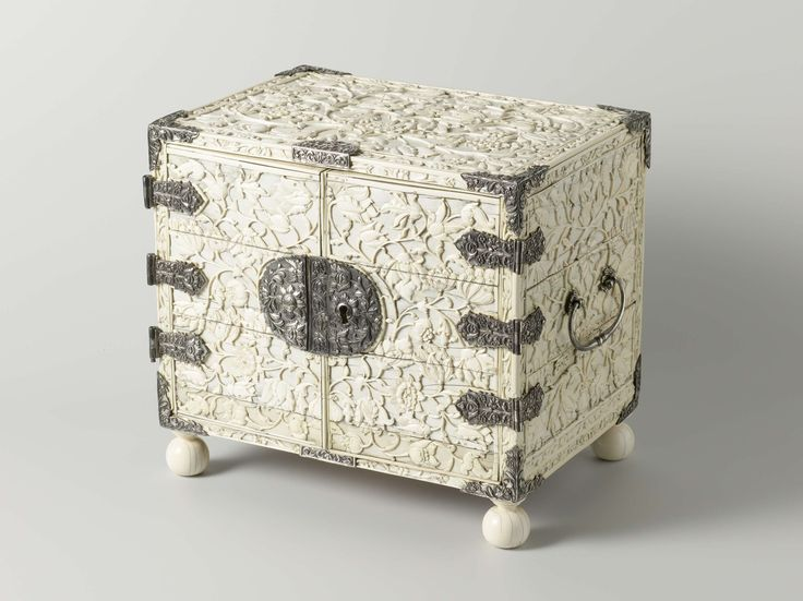 Cabinet on ball feet, lined with ivory decorated with flowers and vines that meander up from vases, 1650 - 1700