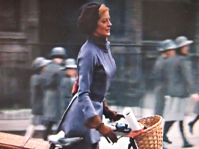 must watch: 60's movie The Prime of Miss Jean Brodie, with a young Maggie Smith wearing an elegant fitted purple dress