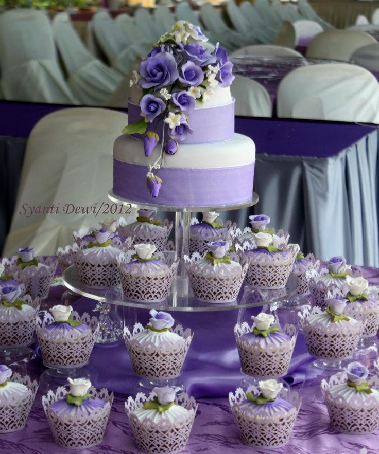 violet bakery wedding cakes pictures 1000 ideas about purple wedding cupcakes on 21622
