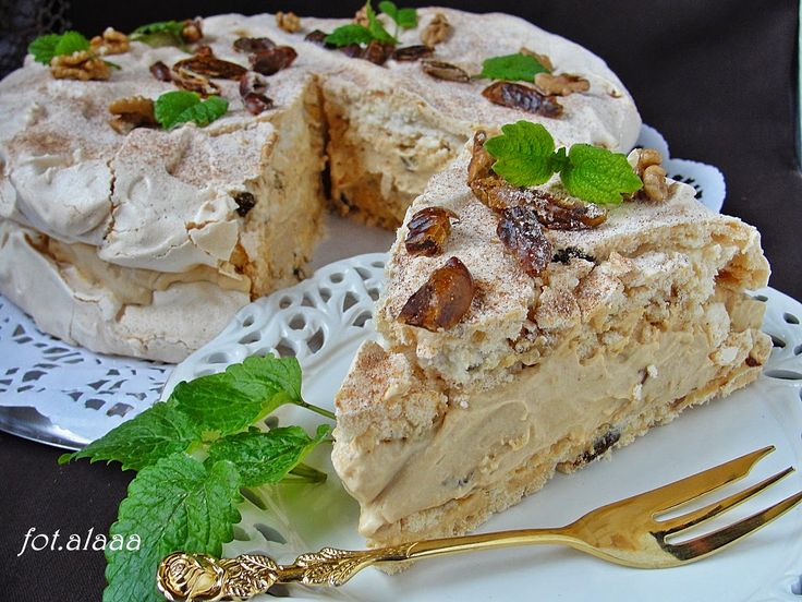 Ala piecze i gotuje: Tort dacquoise z orzechami i daktylami