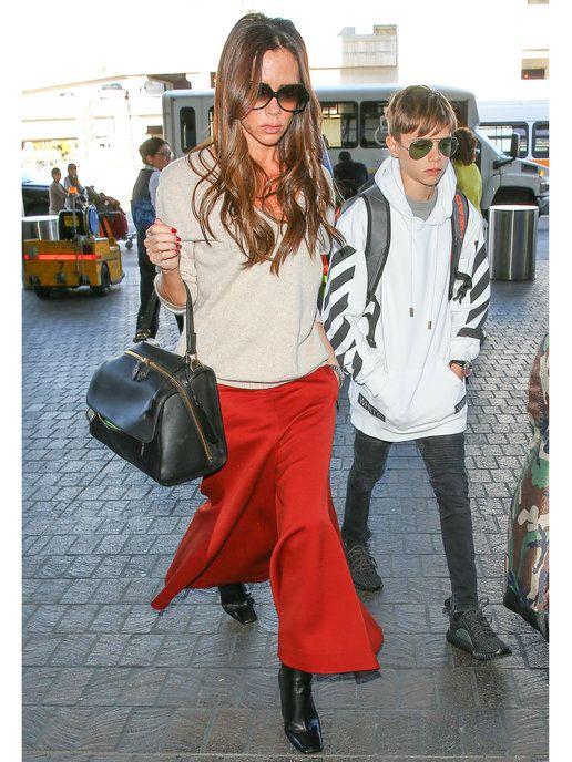 """オフの日コーデも""""赤""""で引き締まる! ヴィクトリア・ベッカム(Victoria Beckham)の私服ファッション"""