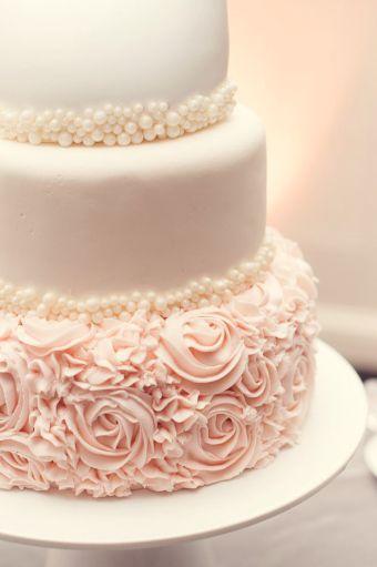 bolo de casamento rosa com pérolas