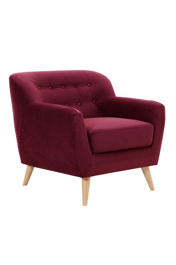 Reilun kokoinen, mukava nojatuoli, joka houkuttelee hauskoihin hetkiin ja pitkiin puheluihin. Materiaali: 100% polyesteriä, puurunko, vaahtokumitäyte ja kiinteä istuinosa, jossa spiraalijouset. Koko: Korkeus 83 cm. Leveys 82 cm. Syvyys 94 cm. Istuinsyvyys 57 cm, istuinkorkeus 50 cm. Kuvaus: Nojatuoli, jossa samettipäällinen ja syvään kiinnitetyt päällystetty napit. Jalat kumipuuta. Osittain koottava. Vinkki: Yhdistele erimallisia, samanvärisiä nojatuoleja, niin saat persoonallisen…