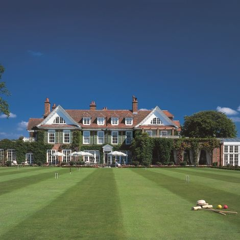 An English Original...Chewton Glen is a luxury country house hotel and spa set in 130 acres of Hampshire countryside on the edge of the New Forest National Park, and just a few minutes' walk from the sea.