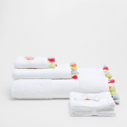 Image of the product COTTON TOWELS WITH POMPOM EMBROIDERY