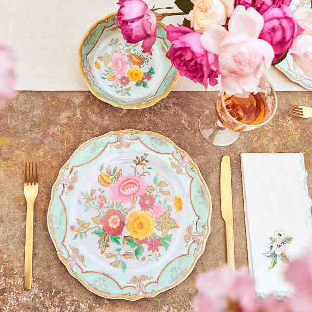Love these picnic plates!