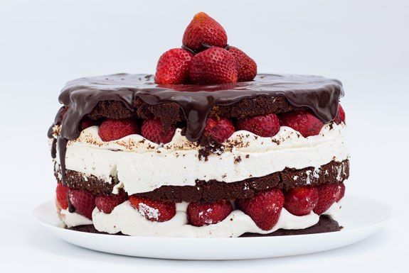 """Naked cake"" (naked cake) has become a very popular confection in recent times. Its peculiarity lies in the absence of any coating.100g butter1H.spoon of baking soda300g sugar2H.spoons of baking powderSachet of vanilla sugar2st.l cocoa1tbsp of yogurt250g flour2 eggs1 packet(5g) dry food dye ""Red"" or ""Garnet""Graviola souffle600g of sour cream200 ml cream 30%"