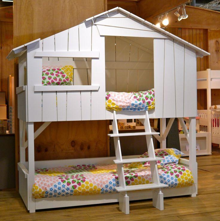 Lit enfant cabane en bois avec escalier lits enfants for 6 x 8 bedroom ideas