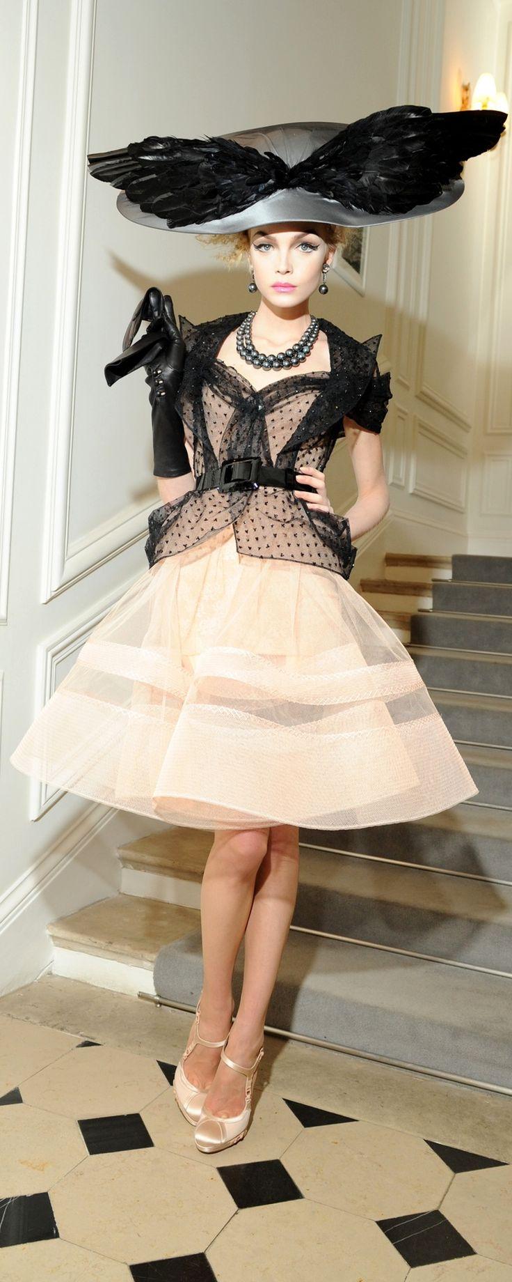 John Galliano for Christian Dior, Haute Couture, parfait pour le prix de Diane !