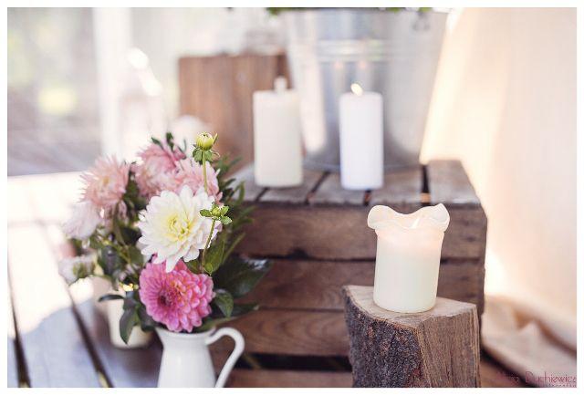 bukiet i świece w dekoracji vintage