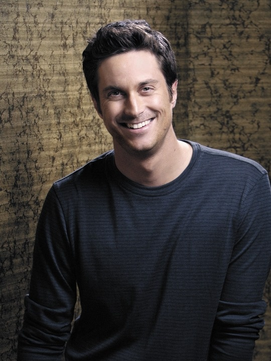 Oliver Hudson..Kate's brother...Goldie's son. Who knew?