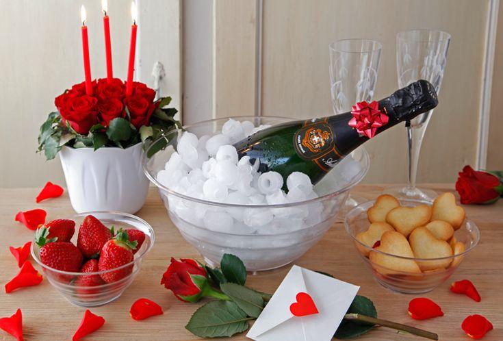 Brindisi romantico in compagnia. Pensaci su con le insalatiere Kristal #sanvalentino #decorations #valentinesday