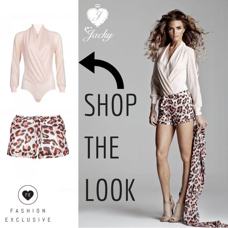 et Nederlandse modemerk Jacky Luxury is stoer, sexy en zelfverzekerd. Zoals deze tijger shorts en lichtroze blouse ::: Shop deze look nu op Fashion Exclusive :::