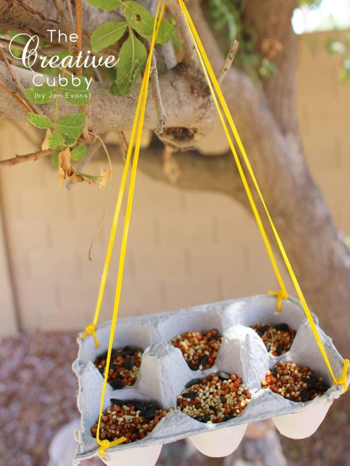Une boîte d'œufs + 1 cordelette = une mangeoire à oiseaux: