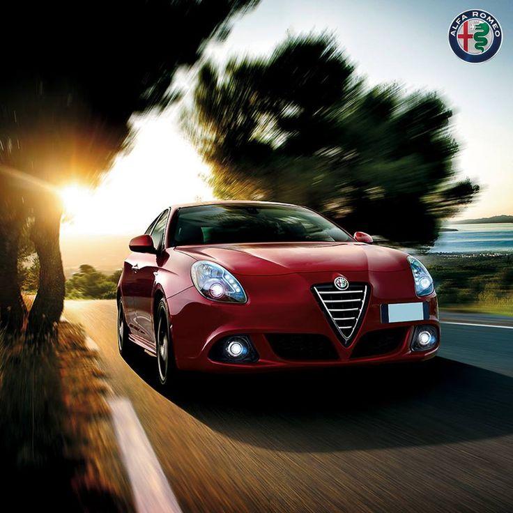 Humorzasta pogoda? Dzięki systemowi Alfa D.N.A., samochód potrafi zmieniać charakter jazdy i dopasować się do panujących warunków drogowych.   #AlfaRomeo #AlfaRomeoGiulietta
