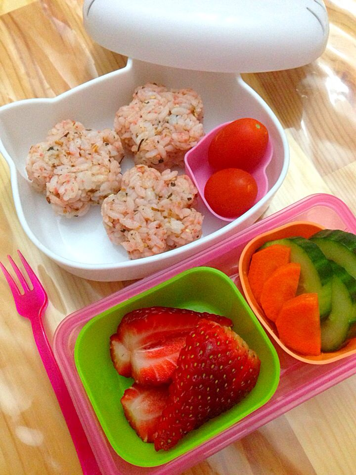 lunch with onigiri and cucumber pickles 19 8 14 2014 my lunch box bento pinterest lunches. Black Bedroom Furniture Sets. Home Design Ideas