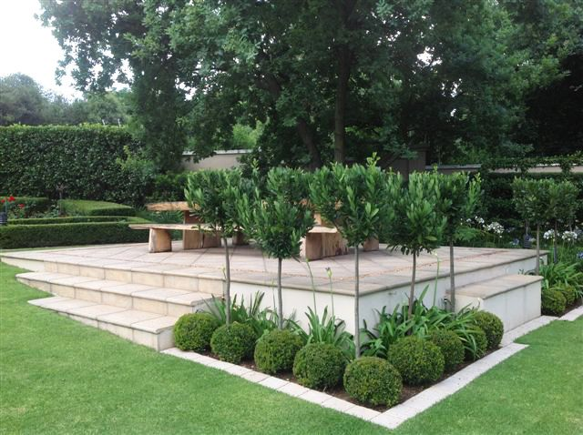 Open terrace with Bay Leaf Standards in the screen bed
