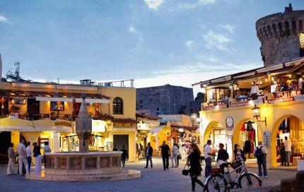 "To Ισπανικό Hola εξυμνεί την Ελλάδα & στέκεται στα 10 πιο όμορφα μέρη όπου ""θα θέλετε να μείνετε για μια ζωή "" | eirinika.gr"