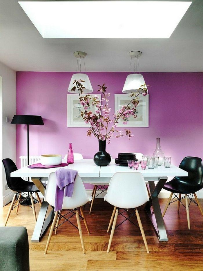 wandgestaltung ideen lila wandfarbe weißer esstisch ...