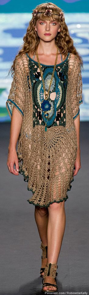 Anna Sui S/S 2014. Love this just not to sure whee I would ever wear it. Maybe as a layered piece....
