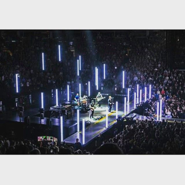 That moment when you see this and yOU WISH YOU COULD BE THERE BUT YOU'RE IN YOUR HOUSE STUDYING FOR AN EXAM + TOMORROW IS MODAY IM OKAY NOT CRYING I SWEAR #U2 #U2ieTour #U2Pictures #U2Addicted #BonoVox #PaulHewson #TheEdge #DavidEvans #AdamClayton #LarryMullenJr #LoveThem #TakeMeToU2ieTour #NOW