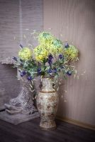 http://www.alenaflower.ru/works/bouquets/