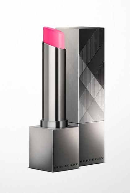 Ο πιο θηλυκός τόνος στα χείλη ντύνει με ρομαντική διάθεση το λουκ σας. Ποντάρετε στις αποχρώσεις του ροζ, επιλέγοντας ματ ή ενυδατικές συνθέσεις και δημιουργήστε τα πιο γλυκά μακιγιάζ.
