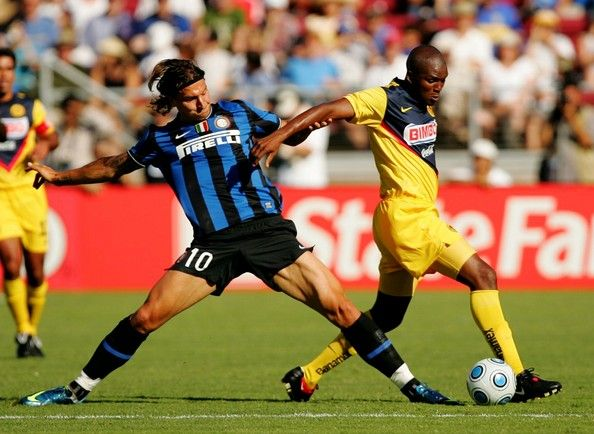 Zlatan Ibrahimovic Photos Photos - Aquivaldo Mosquera #3 of Club America moves the ball against Zlatan Ibrahimovic #10 of Inter Milan in the second half during the World Football Challenge at Stanford Stadium on July 19, 2009 in Palo Alto, California. - Club America v Inter Milan