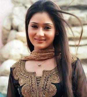 While returning from a friends birthday party television actress Sara Khan and 4 others met with an accident in Mumbai. They are safe.