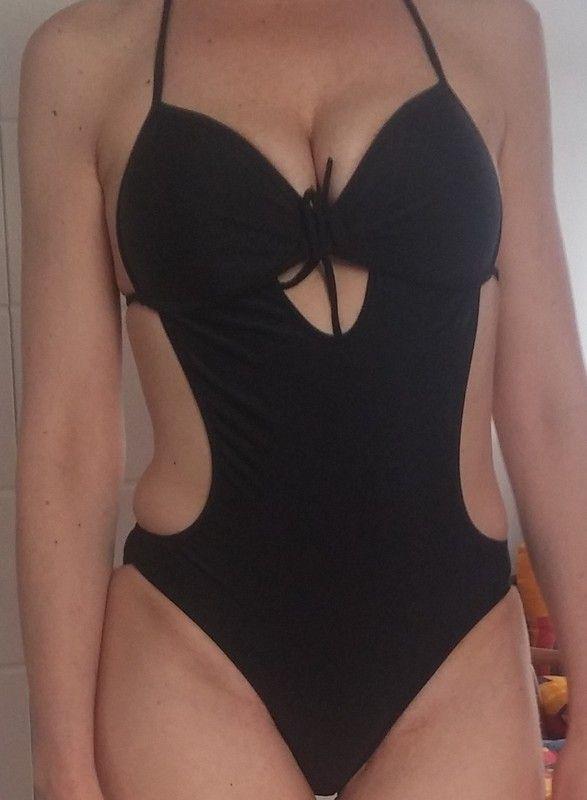 czarny strój kąpielowy bardzo bardzo sexy