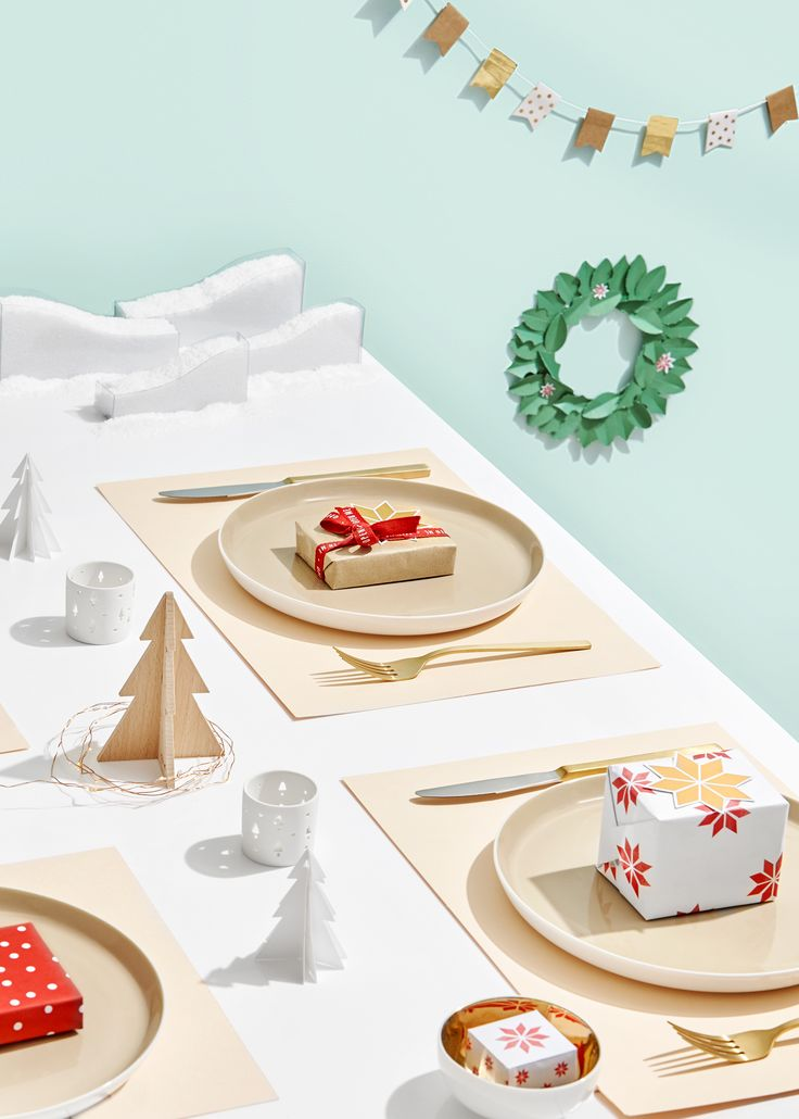 67 best table setting images on pinterest blankets for Christmas lunch table setting ideas