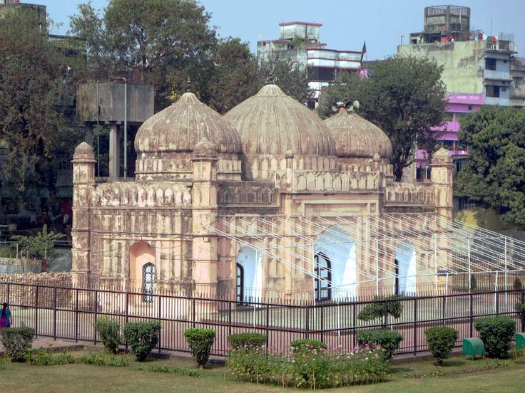 The Quilla Mosque in Lalbagh Fort (1684) in Dhaka, Bangladesh, has three domes